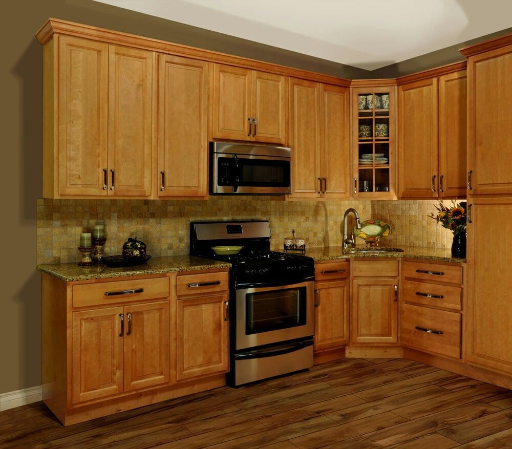 Oak cabinets with Darker laminate floor in 2019 | Oak kitchen cabinets, Maple kitchen cabinets ...