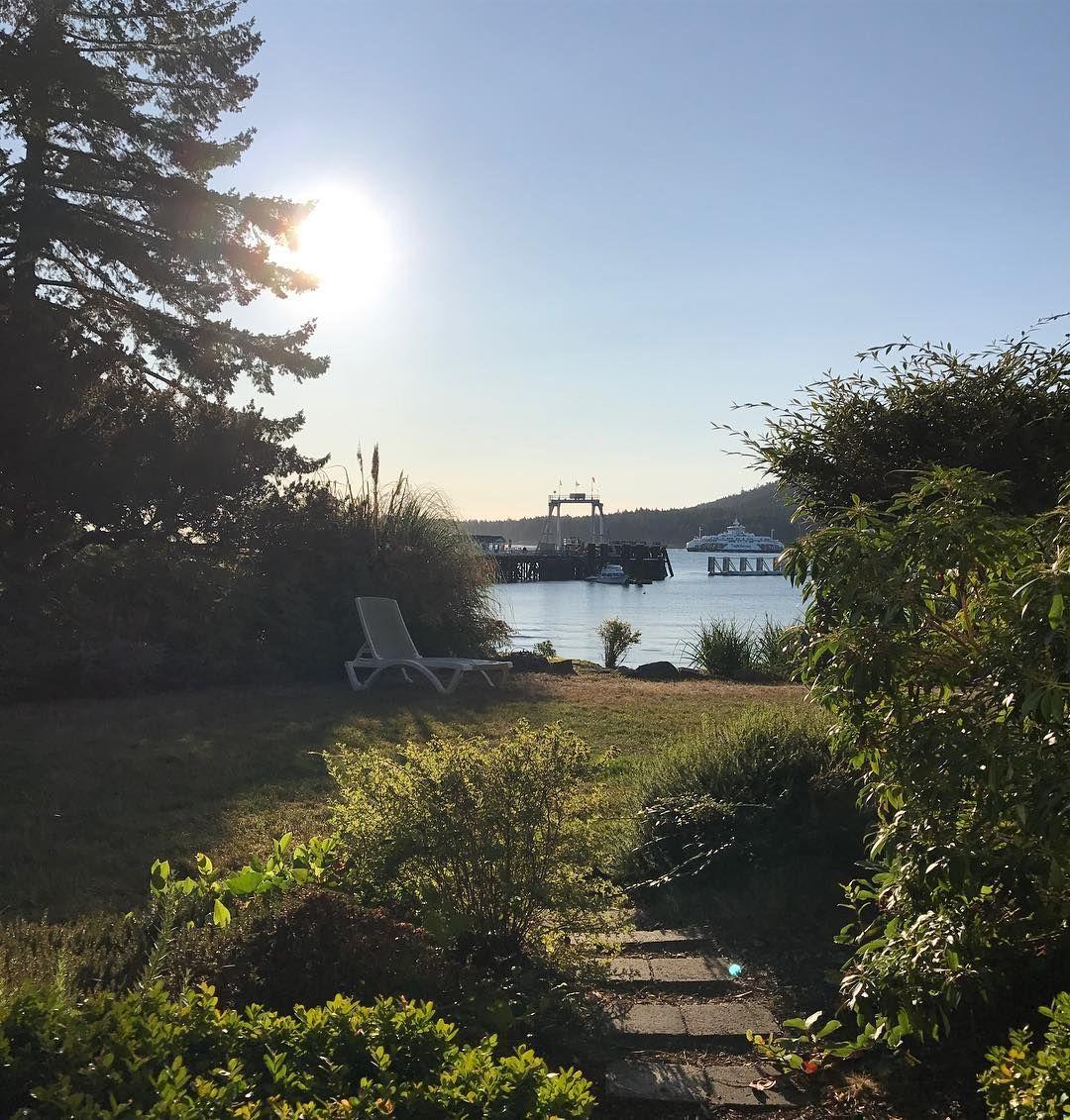 Morning view. @galianoinnspa @hellobc @southerngulfislands @galianoisland #sunrise #viewfrommydeck #islandlife #roomwithaview #ferry #ocean #ferrydock #sunshine #westcoast #hotel #travelgram