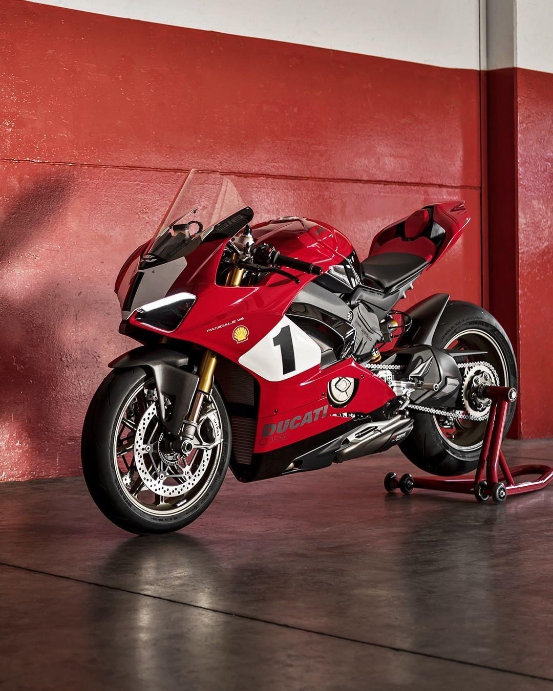 56 Tis Vpodoban 152 Komentariv Ducati Motor Holding Ducati V Instagram The New Panigale V4 25 Anniversario 916 Is In 2020 Ducati Ducati Panigale Moto Ducati