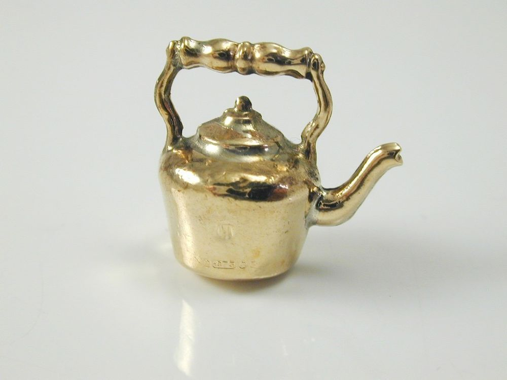 KETTLE CHARM VINTAGE 9CT GOLD DATED 1970 1.1 GRAMS