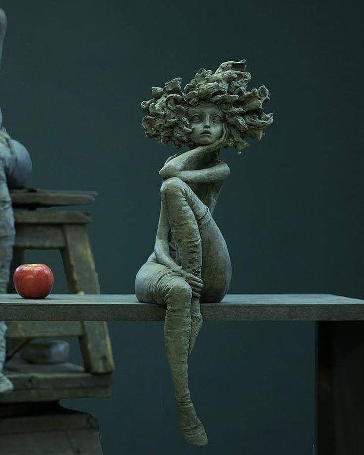 """Photo of The """"little good women"""" by Valérie HADIDA, sculptor and painter – Skul … – Makaron"""