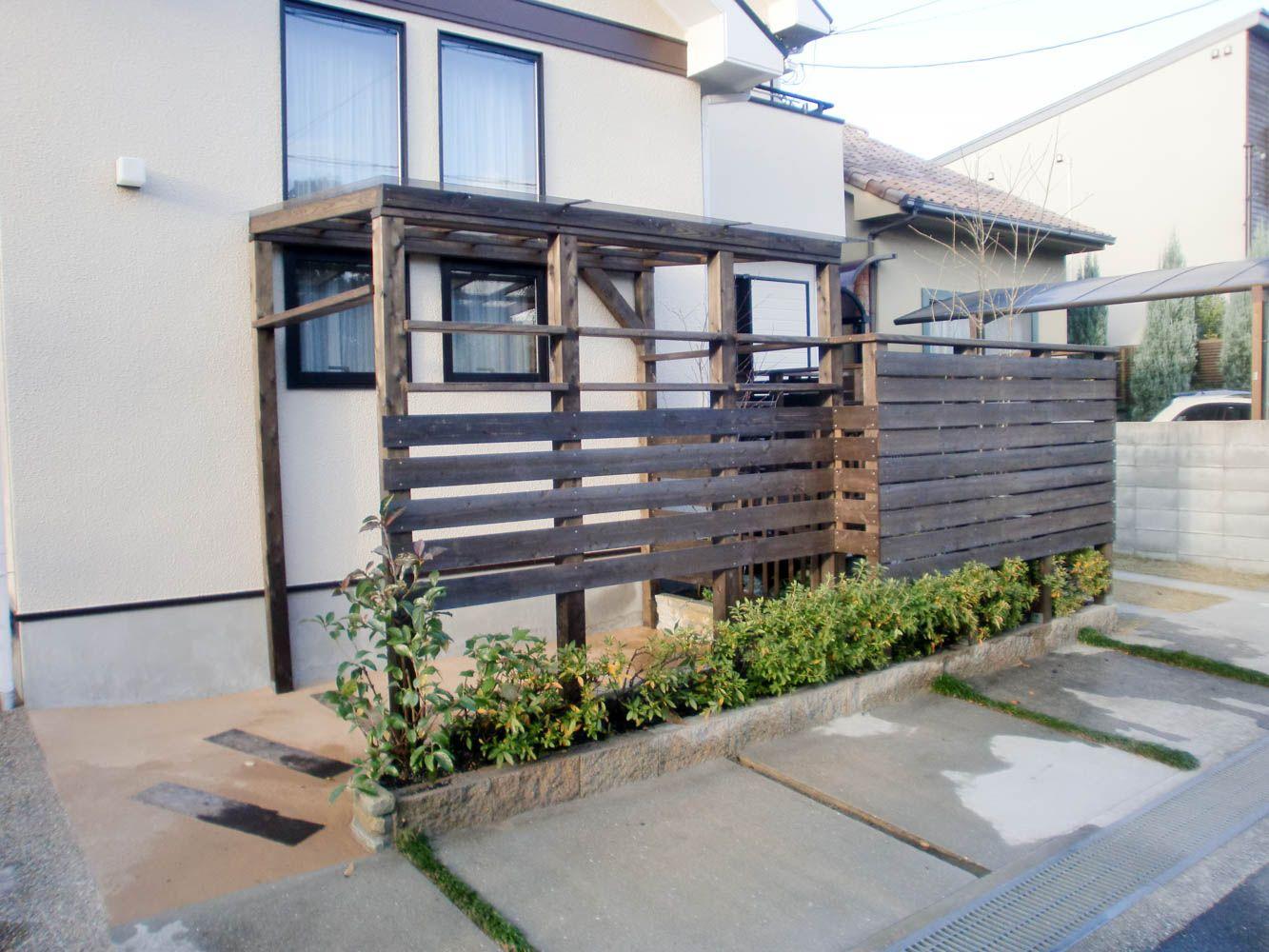 使われていない小さな庭に目隠しを兼ねた木製自転車小屋を施工 伊丹市