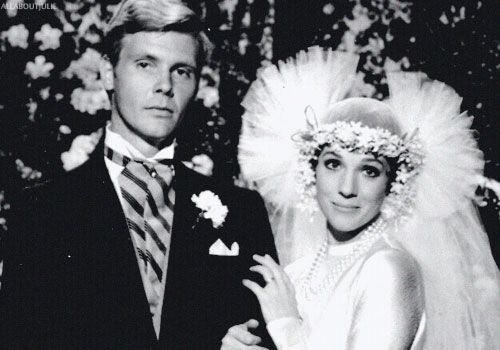James Fox And Julie Andrews In Thoroughly Modern Millie 1967 Wedding Movies Tv Weddings Julie Andrews