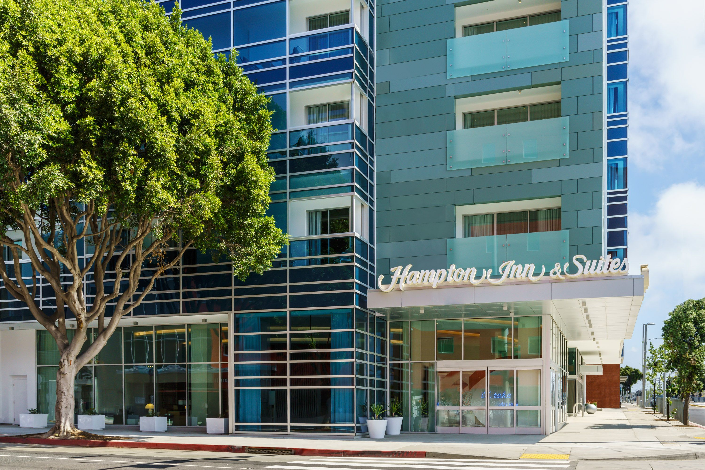 The Portico At The Hampton Inn Santa Monica Designed By Hba Studio Hospital Interior Design Hba Design Courtyard Marriott