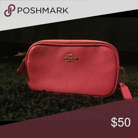 COACH CROSSBODY IN EXCELLENT CONDITION. NO WEAR, CRACKING OR FADING. CROSSBODY STRAP INCLUDED. HOT PINK IN COLOR WITH GOLD TONE HARDWARE. Coach Bags Crossbody Bags