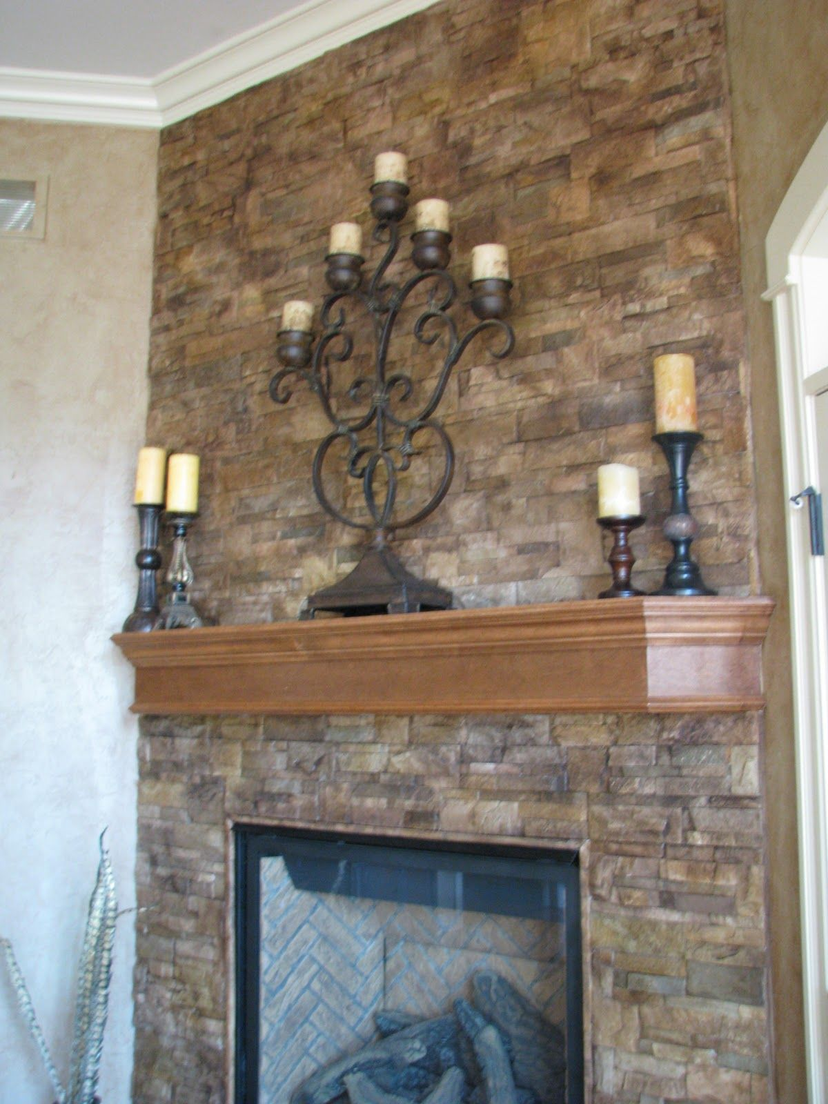 Gut Hervorragend Roman Beige Ledger Stone Accent Wall And Fireplace Surround.  Brown Travertine Ledger Stone, Stone Steinplatte Kamin Verjungungskur  Lieblich ...