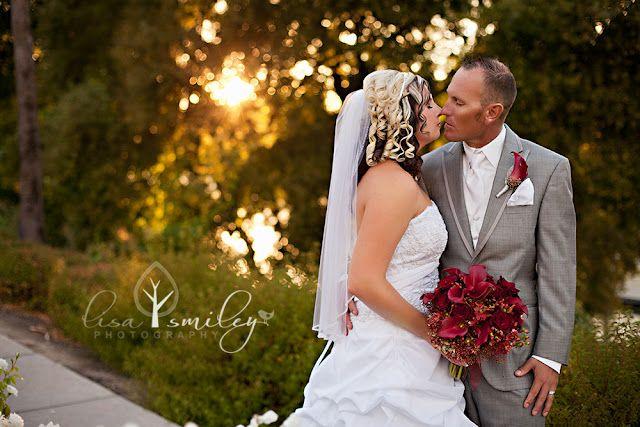 wedding photography  www.lisasmileyphotography.com
