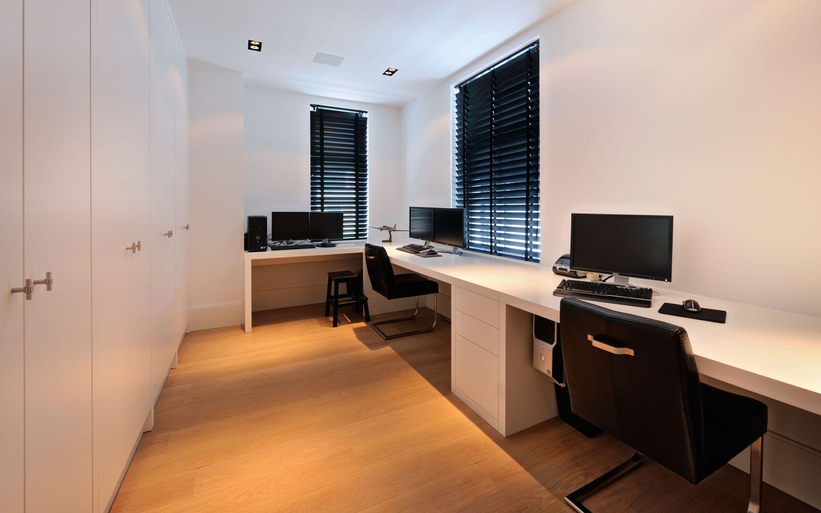 Witte droomvilla bureaus huisdecoratie en samenwerking