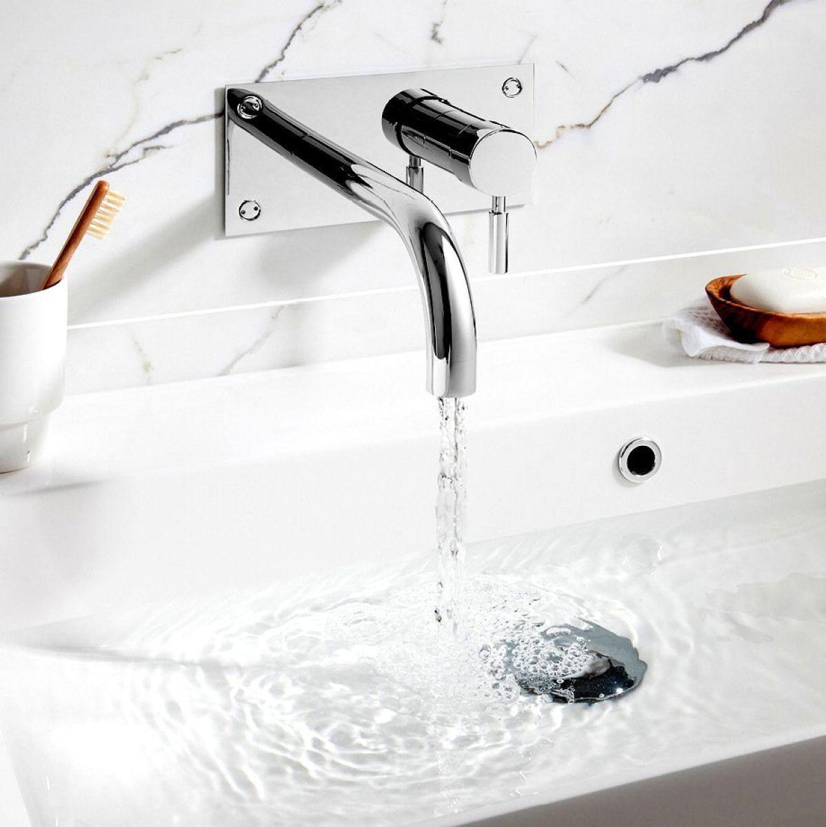Modern Led Waterfall Wall Mounted Bathroom Basin Sink Tap Free Shipping Bathtub Faucet Faucet Bathtub Filler