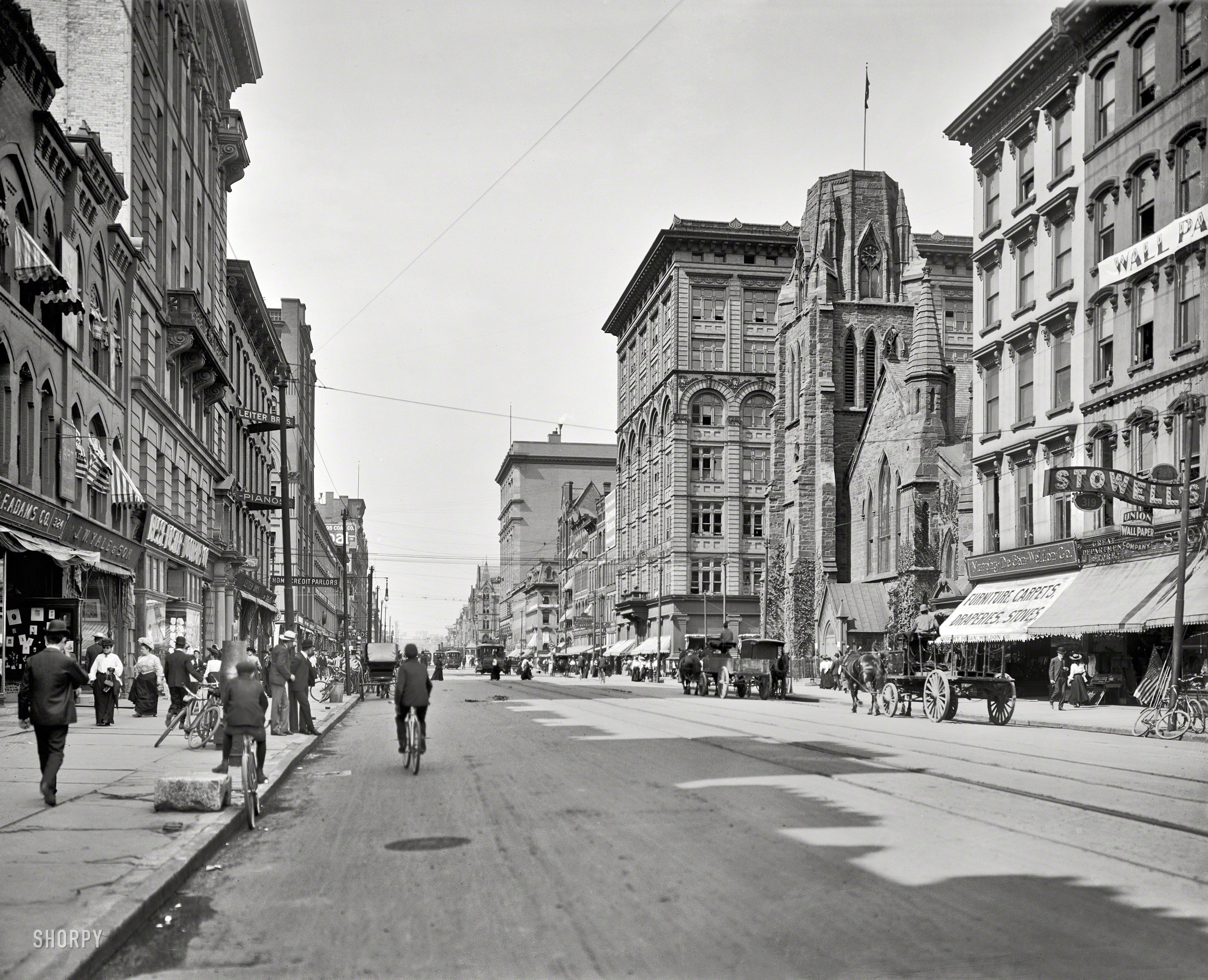 """Circa 1905. """"South Salina Street, Syracuse, N.Y."""" Meet you in an hour at the """"Credit Parlors."""""""