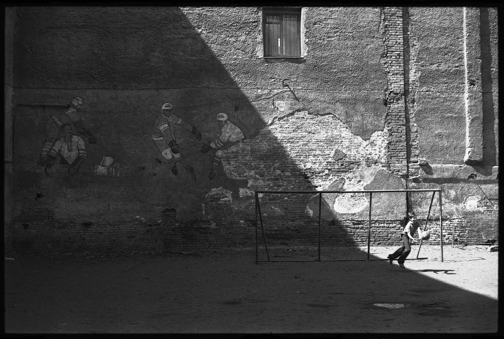"""Фото """"Дворовый вратарь"""", 6 июня 1982, г. Ленинград, ул ..."""