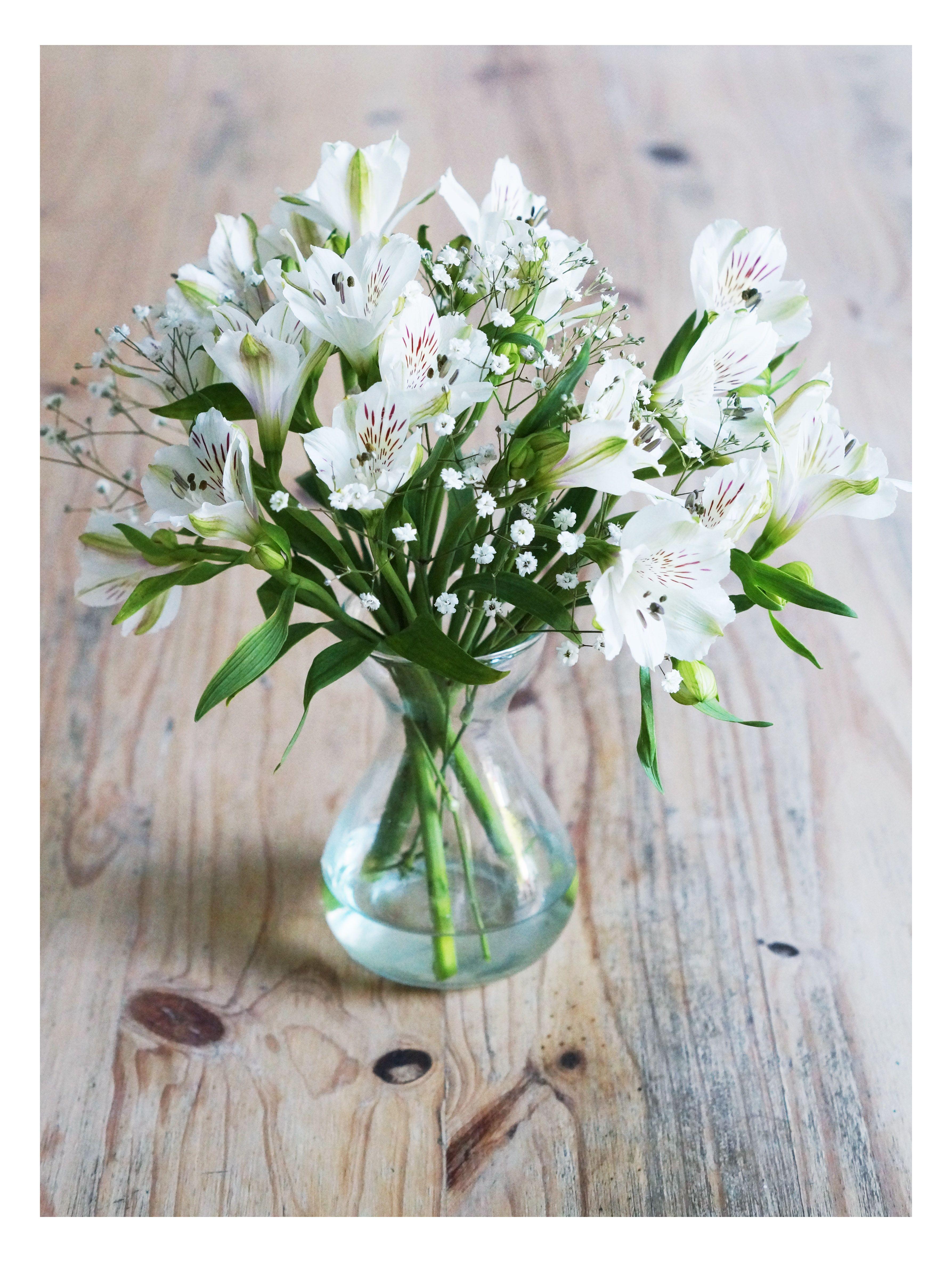 Arreglofloral Flores Gypsophylla Centerpiece Weddingdeco Boda Deco Dec Alstroemeria Bouquet Wedding Alstroemeria Wedding Centerpieces Lily Centerpieces