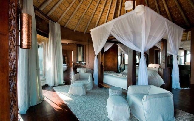 schlafzimmer himmelbett weiße gardinen bambus dach exotisches ...