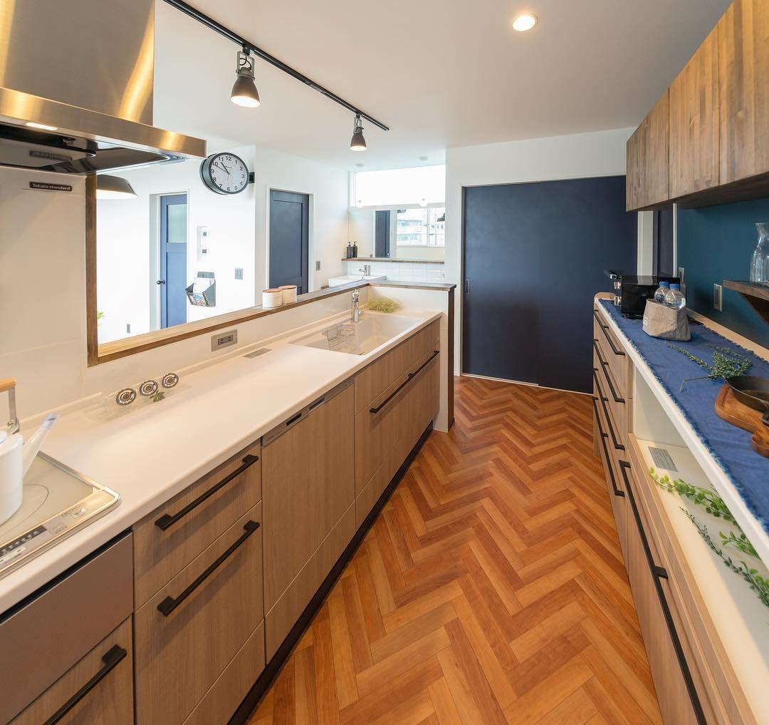 落ち着く色合いでまとめたキッチン 工務店 注文住宅 自然素材