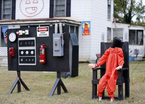 10 Halloween Decorations That Might Land You on a Neighborhood Watch List