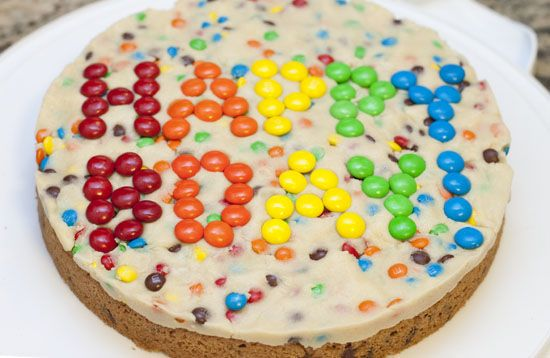 Cookie cake topped with eggless cookie dough!  Yum!  =)