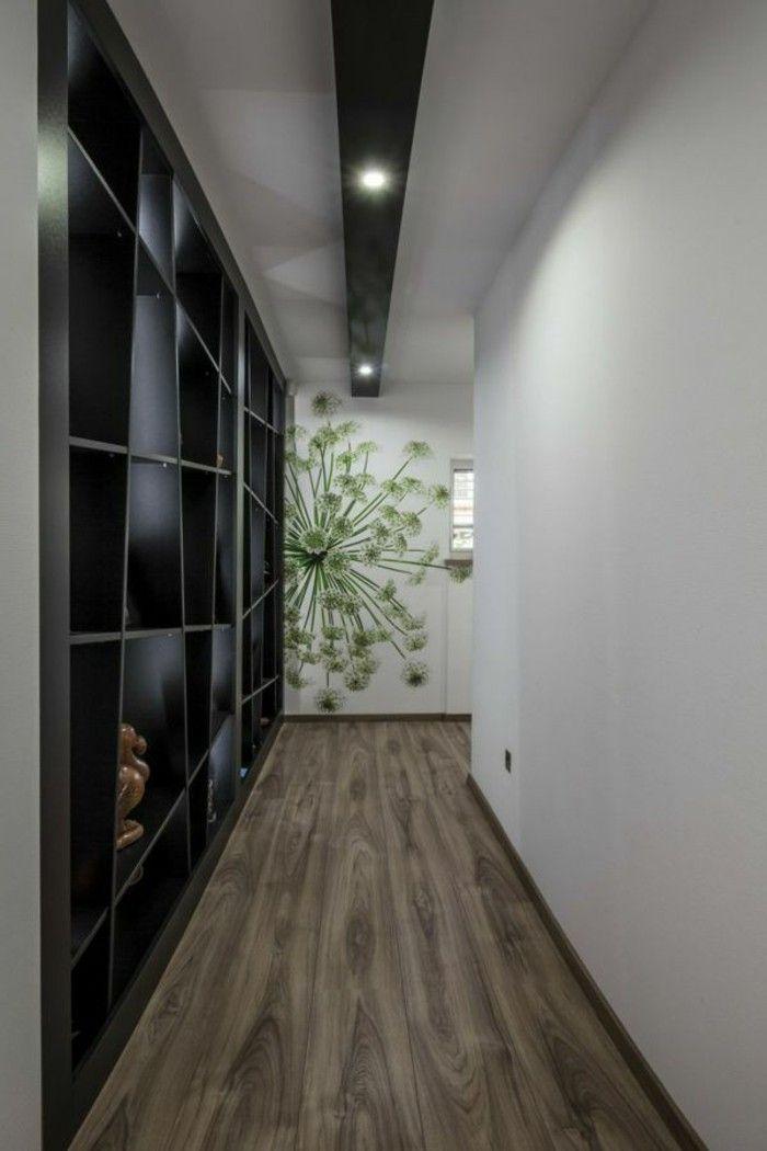 Mobili per corridoio idea con un mobile in legno di colore nero a nicchie parete decorata con - Mobili da corridoio ...