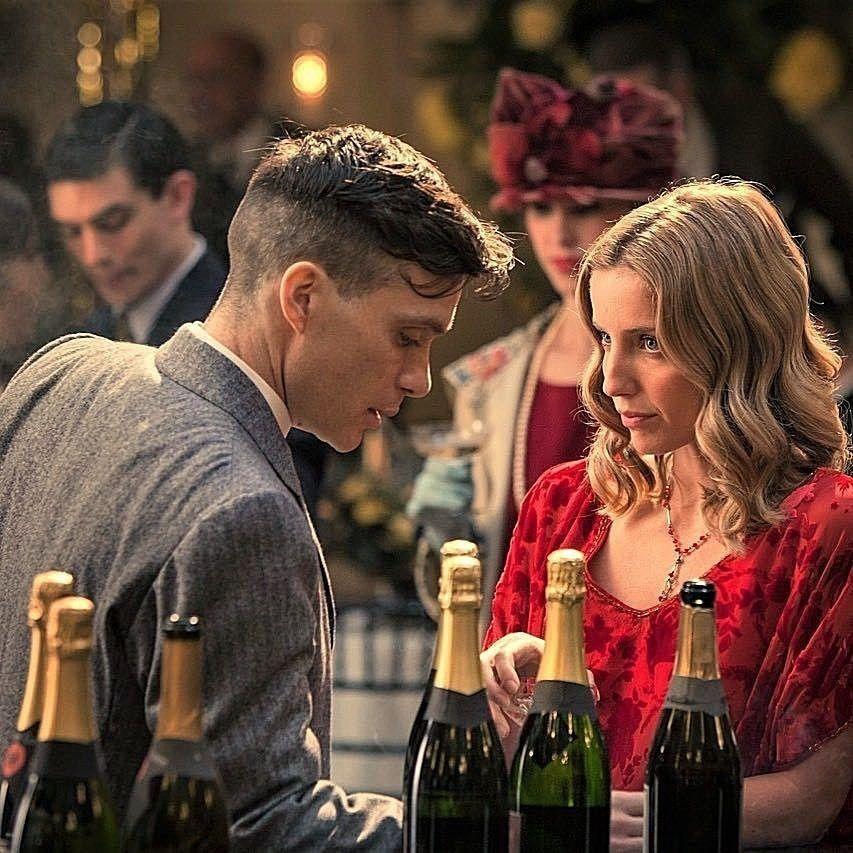 "Peaky Blinders, season 1, episode 3, aired 30 September 2014. Thomas  ""Tommy"" Shelby is played by Cillian Murphy and Grace…   Aktör, Yıldızların  altında, Tv dizileri"