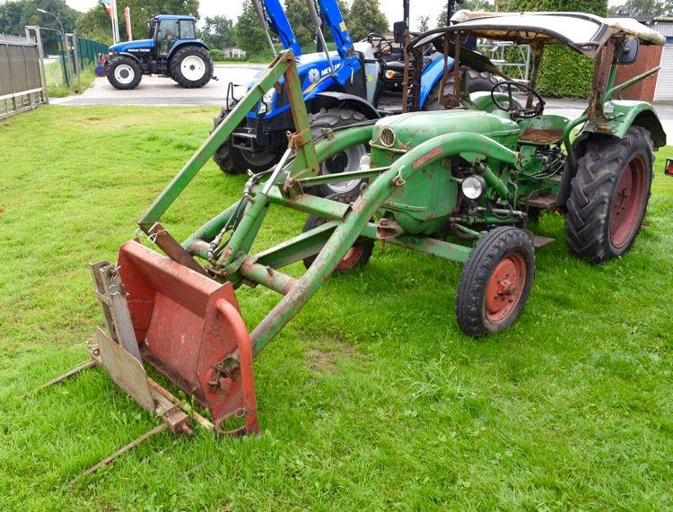 Deutz d mit frontlader und mähbalken tractors
