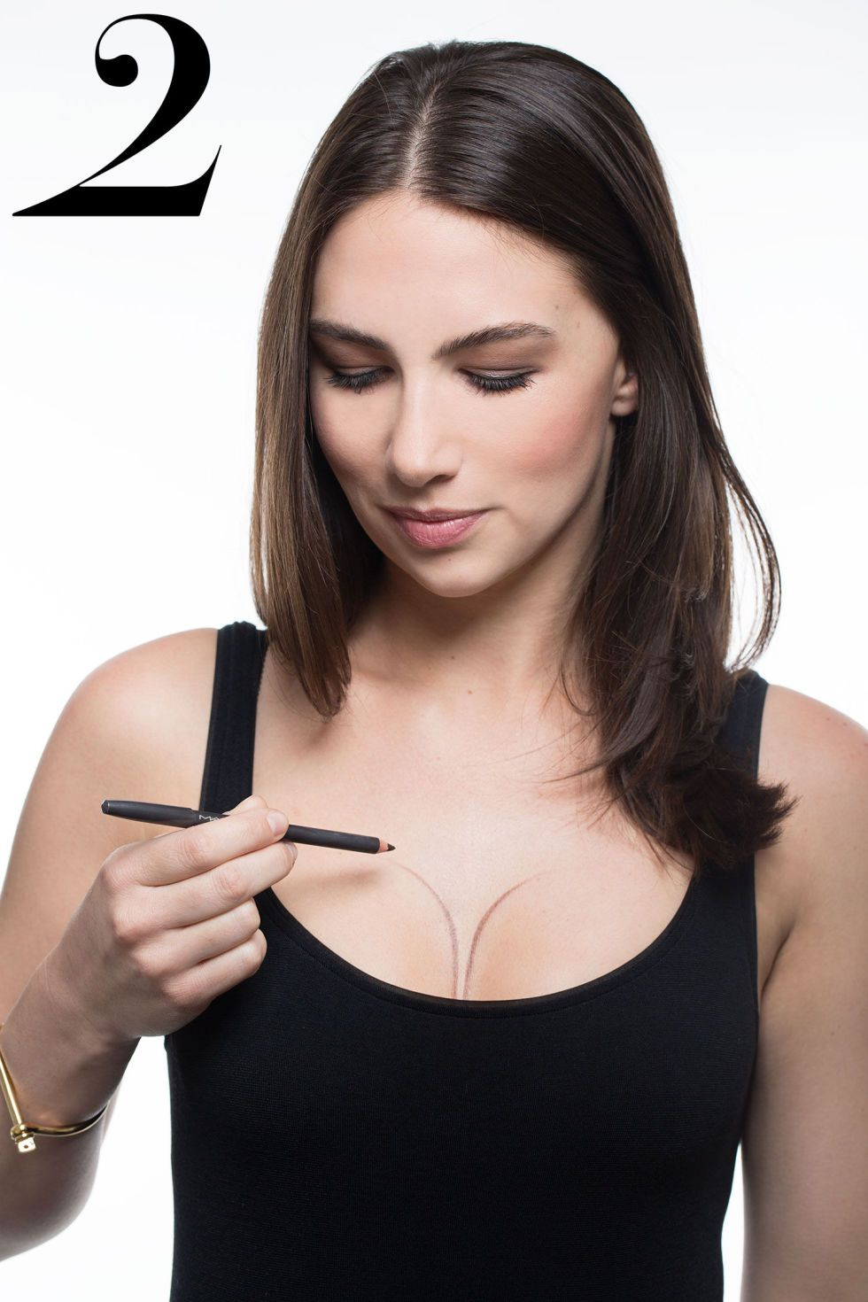 4 easy steps to enhancing and contouring your cleavage for a night out: