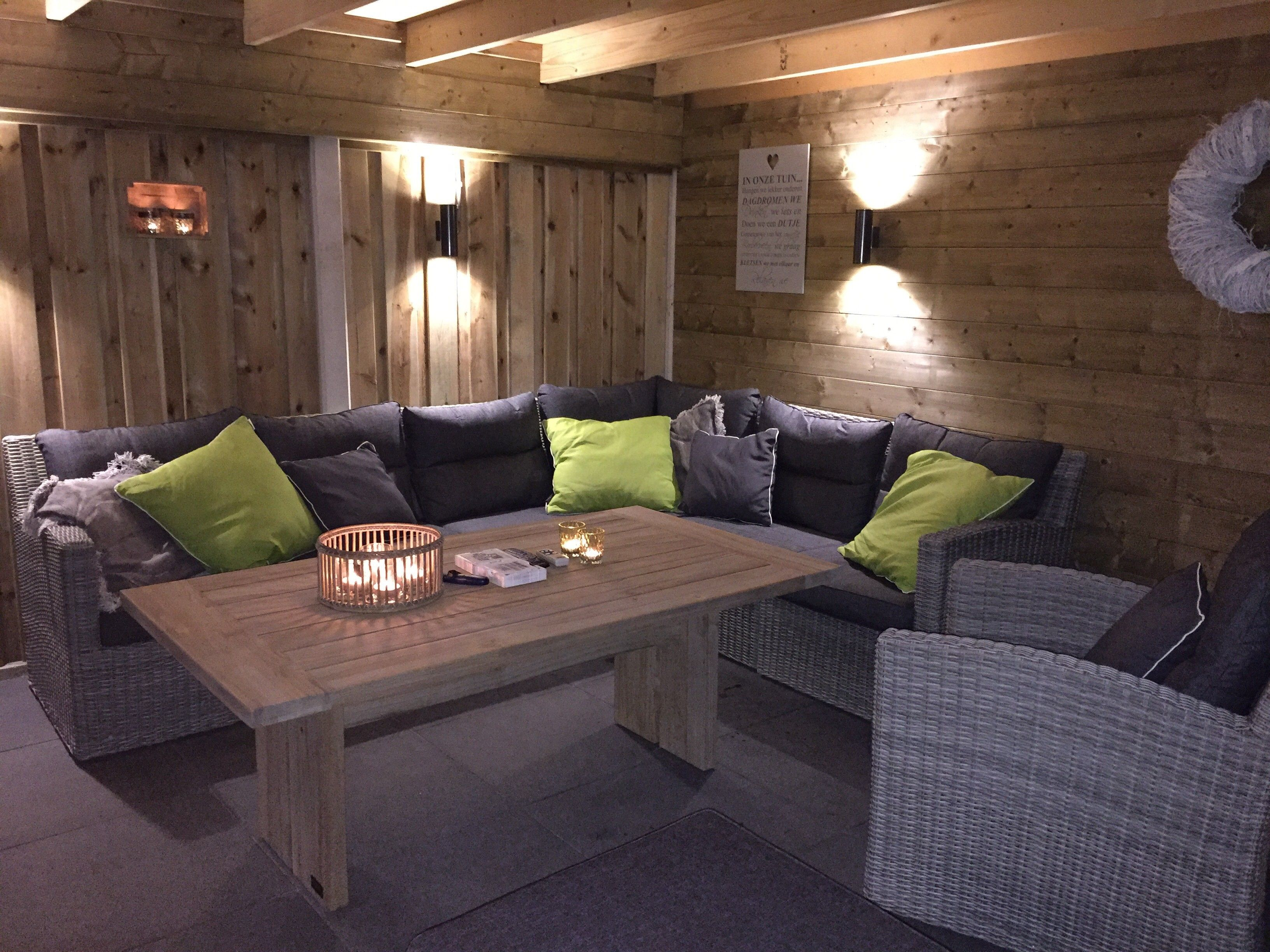 Vlechtwerk loungeset onder een veranda loungeset inspiratie kees smit tuinmeubelen pinterest - Sofa vlechtwerk ...