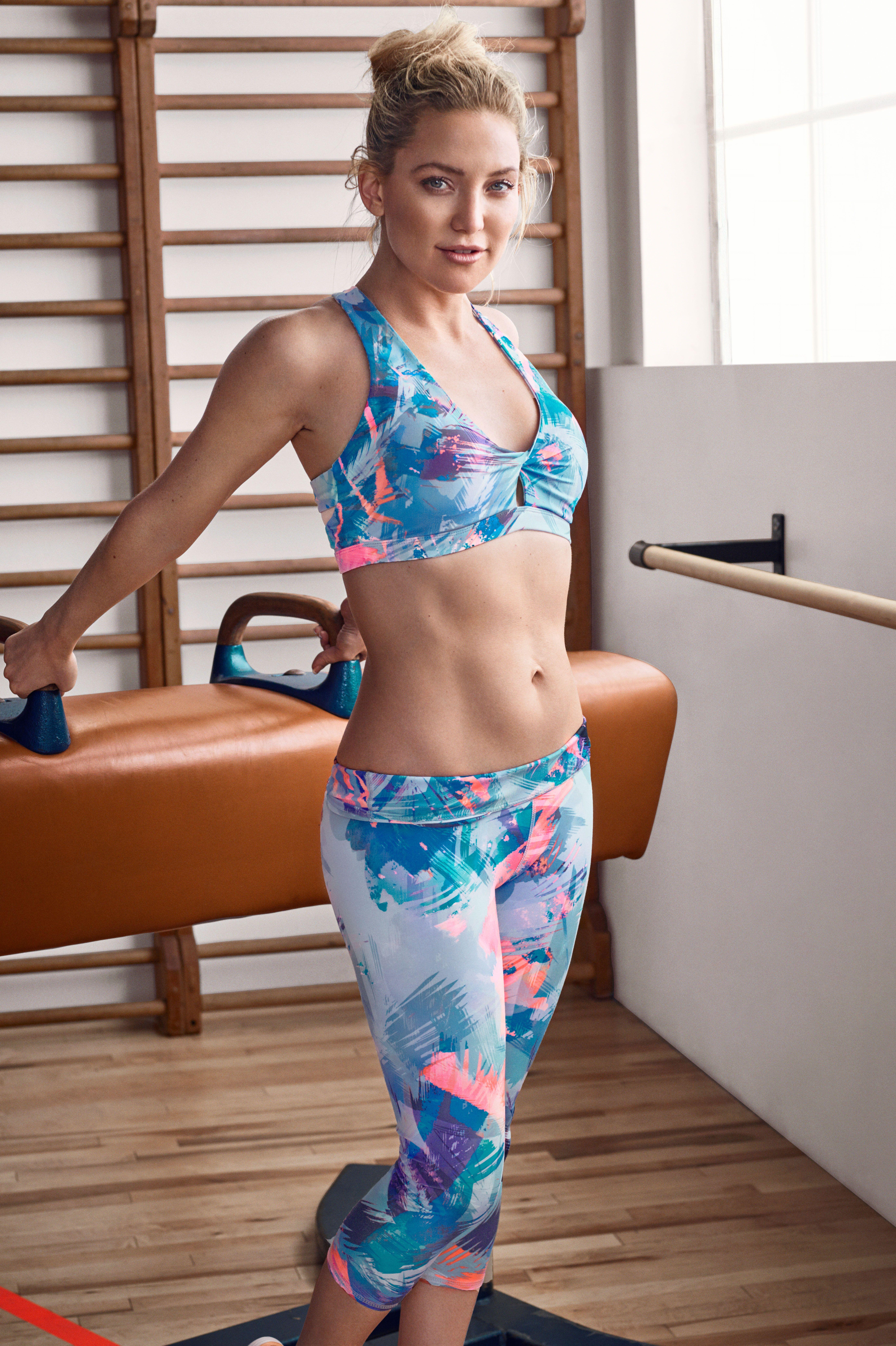 Une tenue sportive ultra tendance pour des entraînements au top. La  brassière et le legging ont l imprimé Mist Ombre. La matière stretch est  adaptée et vous ... 1aeb7cefe03