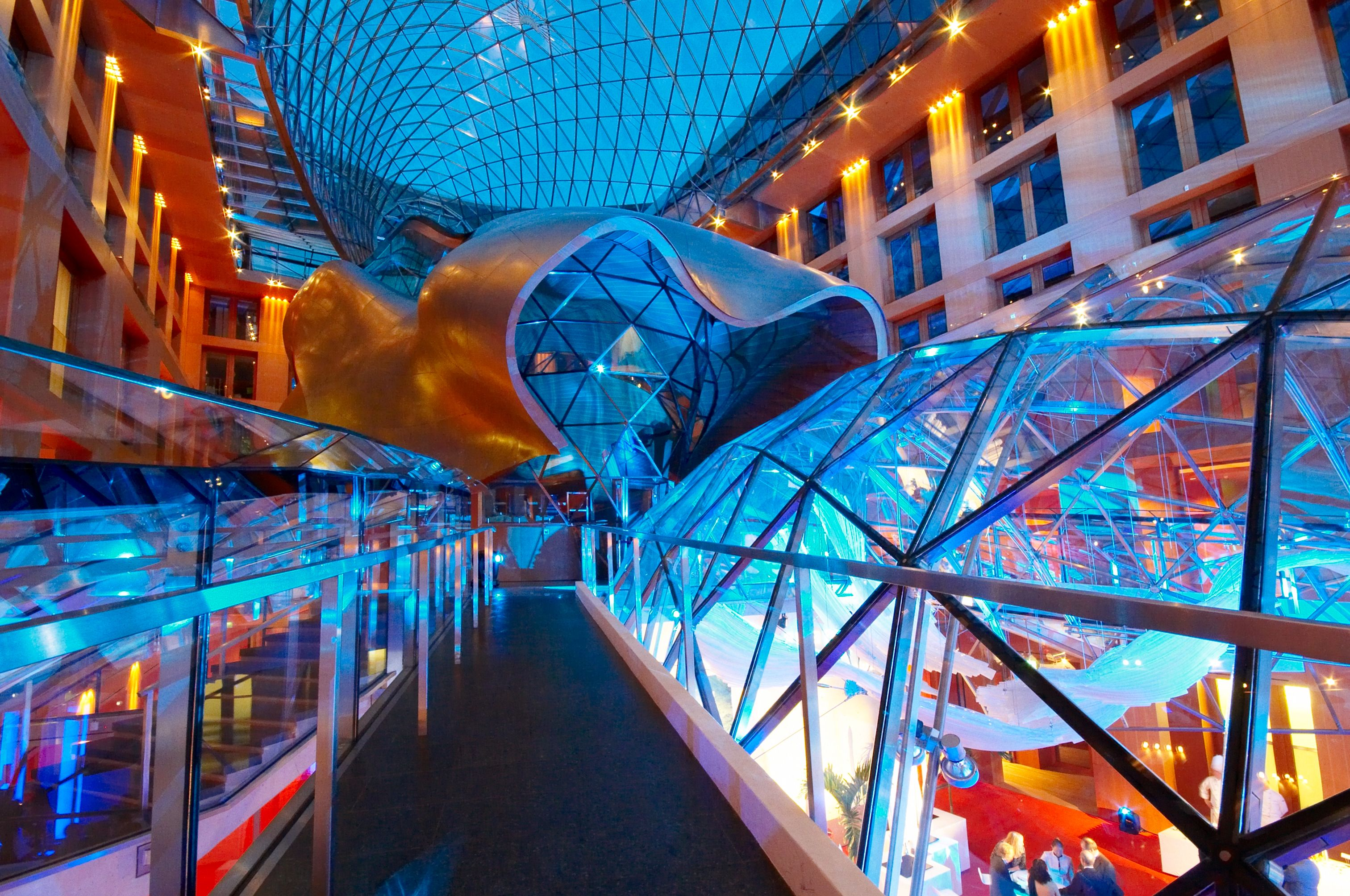 Atrium By Night Dz Bank Building Axica Convention Center In Berlin Gehry Architecture Gehry Banks Building