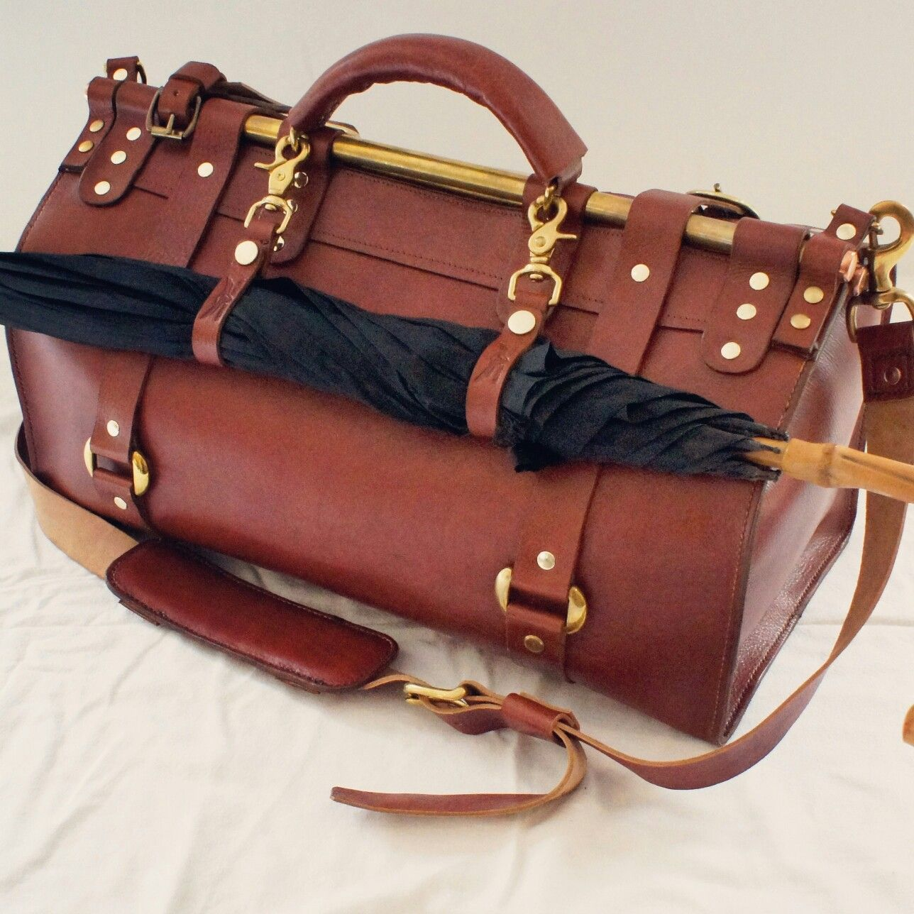 The pullman gentlemanus leather travel holdall by victory