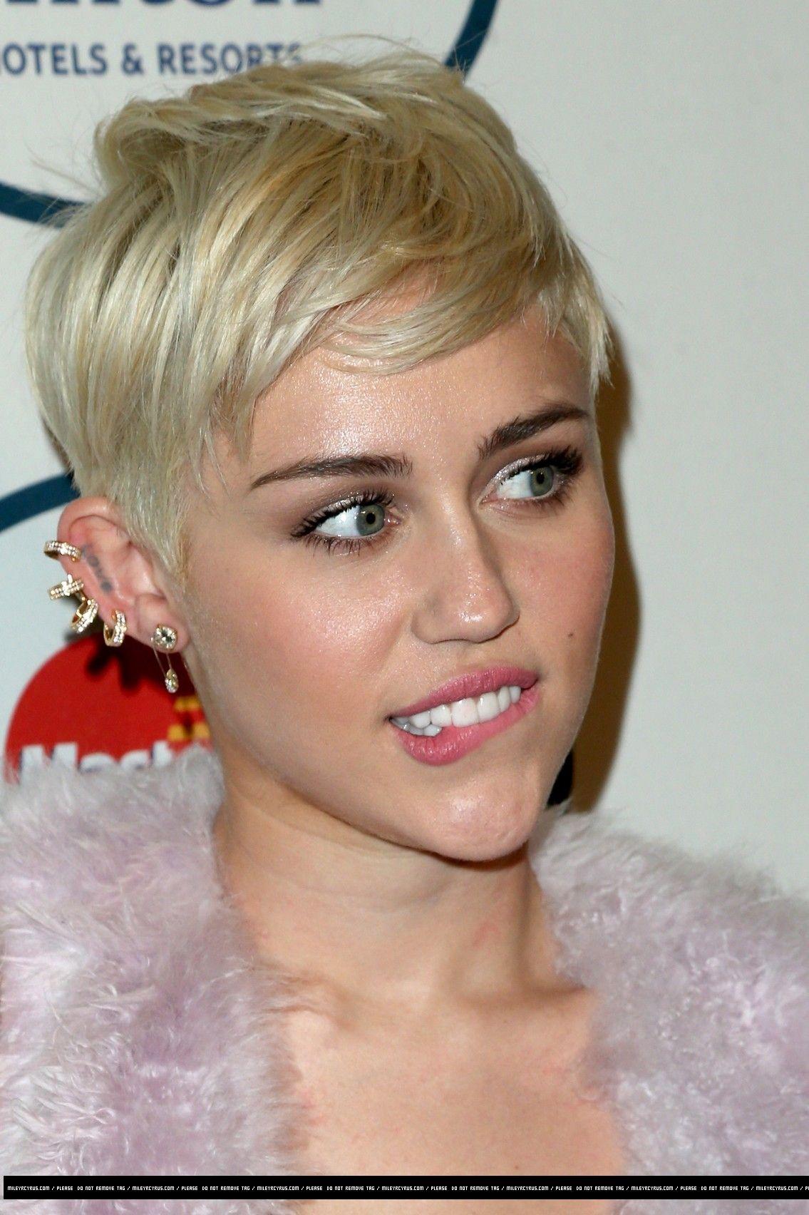 miley cyrus short blonde hair   pixie   miley cyrus