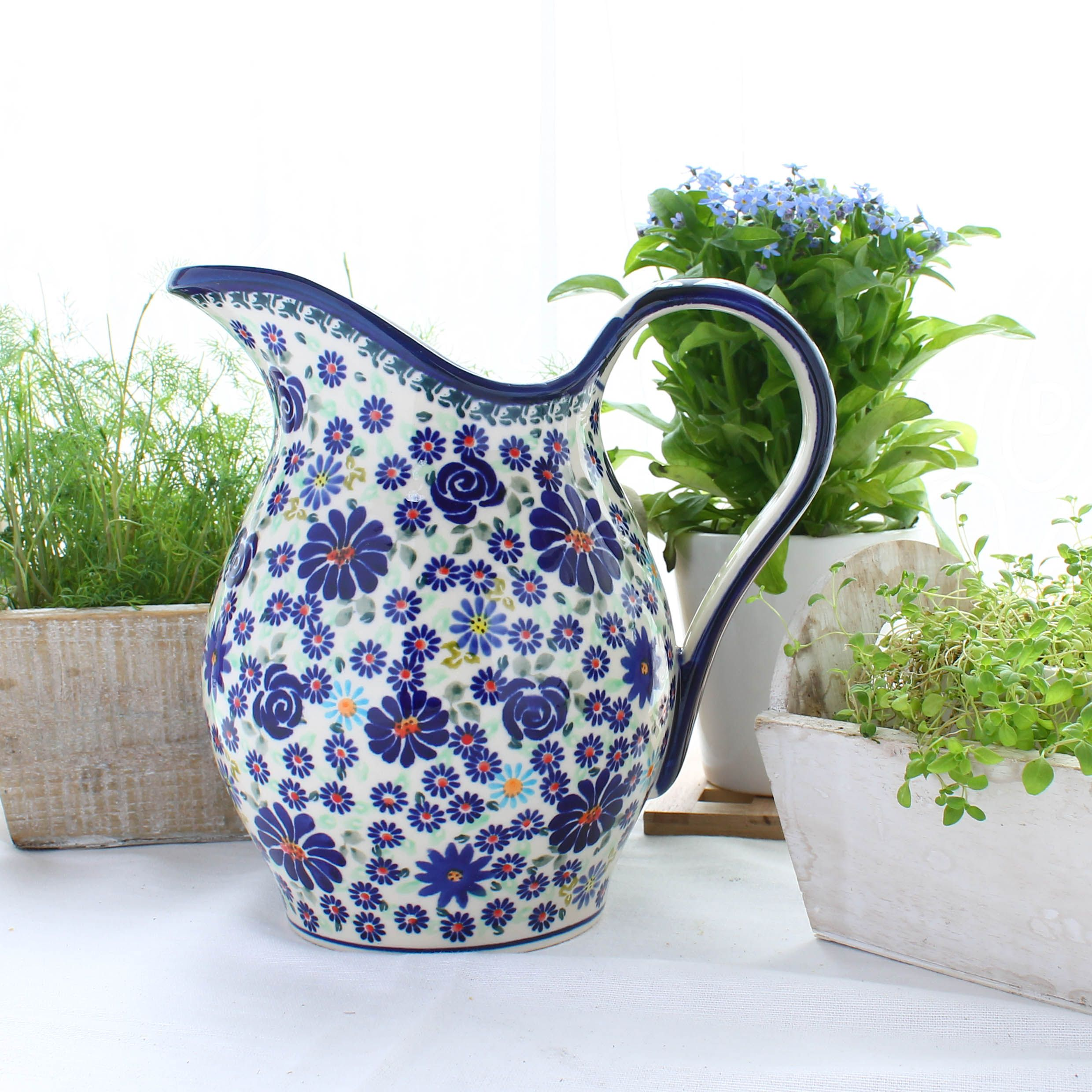 Love This Pitcher How Beautiful It Looks At The Outdoor Table Keramik