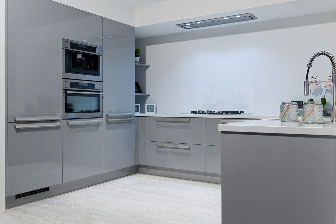 Welp opstelling U met hoge kastenwand en nis   Keukens, Keuken, Keuken GR-17