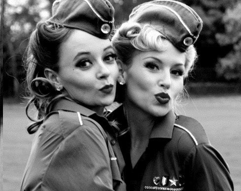 Pinup puckers!