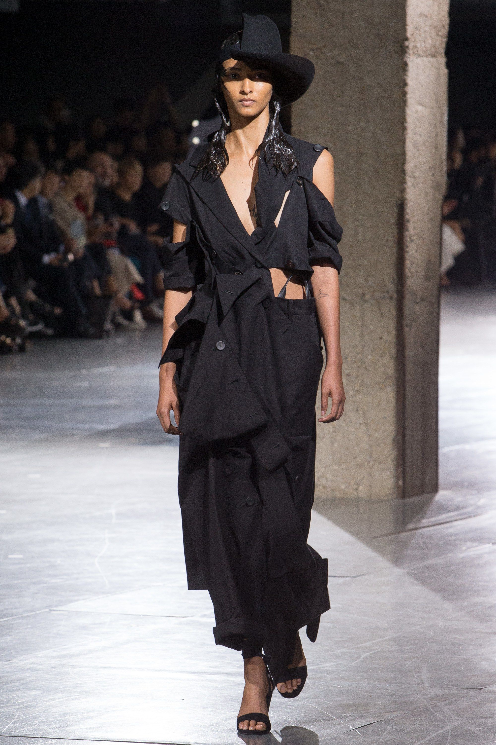 Yohji Yamamoto Spring 2018 Ready To Wear Fashion Show Japanese Fashion Designers Fashion Japanese Fashion