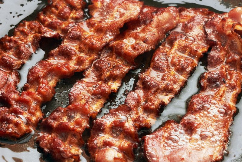 If You Love Bacon, Then You Have To Try This New Method! Many people love bacon because it is crispy, salty, smoky and just plain incredible. However, many of