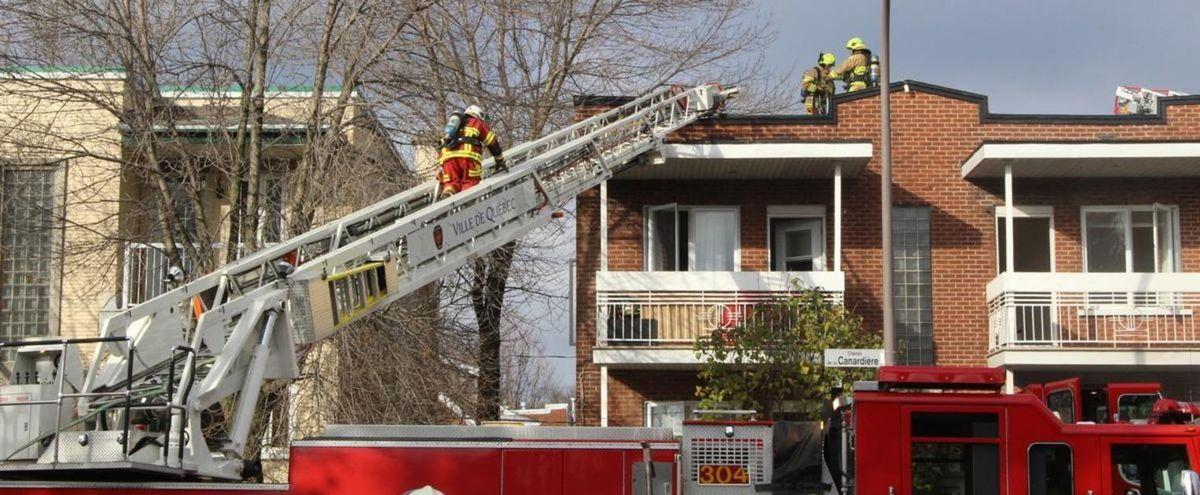 Le logement d'une femme de Québec a flambé parce qu'elle s'éclairait à la chandelle. La dame s'était fait couper l'électricité par Hydro-Québec.
