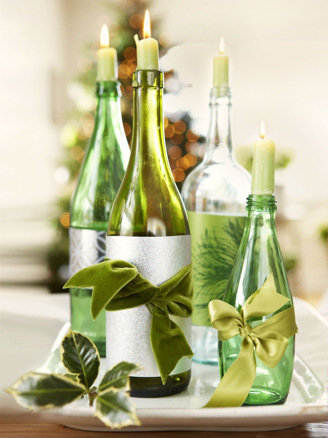 Here S How To Serve Your Prettiest Christmas Dinner Ever Elegant Christmas Decor Green Christmas Decorations Diy Christmas Decorations Easy