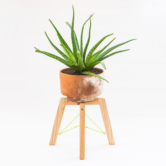 Small modern wood plant stand minimal handmade planter for Soporte plantas interior
