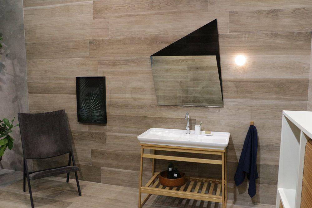 Natürliches warmes Design mit Fliesen in Holzoptik #Fliesen ...