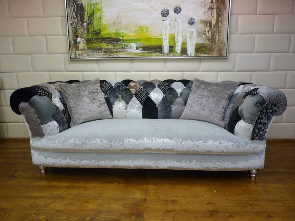 Stil Sofas chesterfield sofa mit samt sitzfläche und geknöpfter rückenlehne im