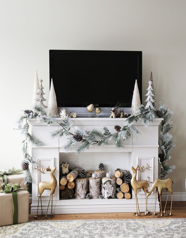Simple Christmas decor with wood animals and trees, love this nature inspired look!