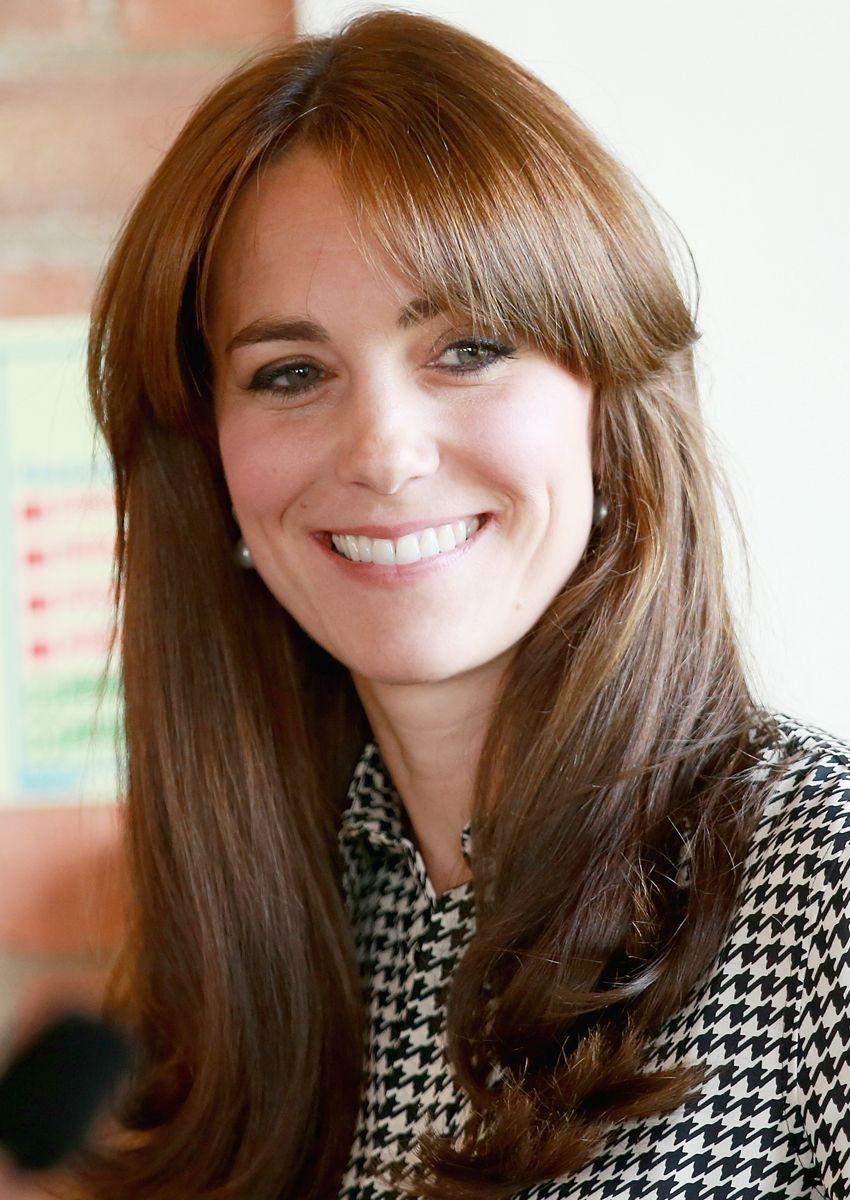 Duchess Catherine Mit Pony Frisurenmitponymittellang