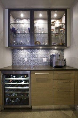 Bar With Wine Cellar And Glass Doors For Showing Off Glassware Bar En Casa Diseno De Interiores De Cocina Zonas De Bar