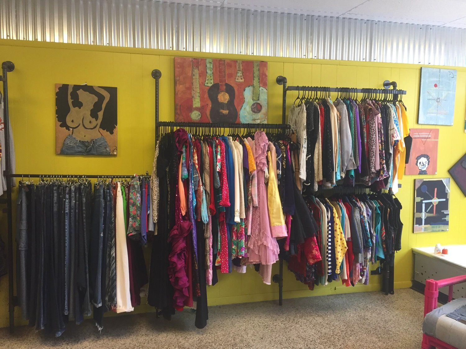 The Best Baltimore Consignment Vintage And Secondhand Clothing Stores Thoughtful Flami Vintage Clothing Display Vintage Store Ideas Vintage Clothing Stores