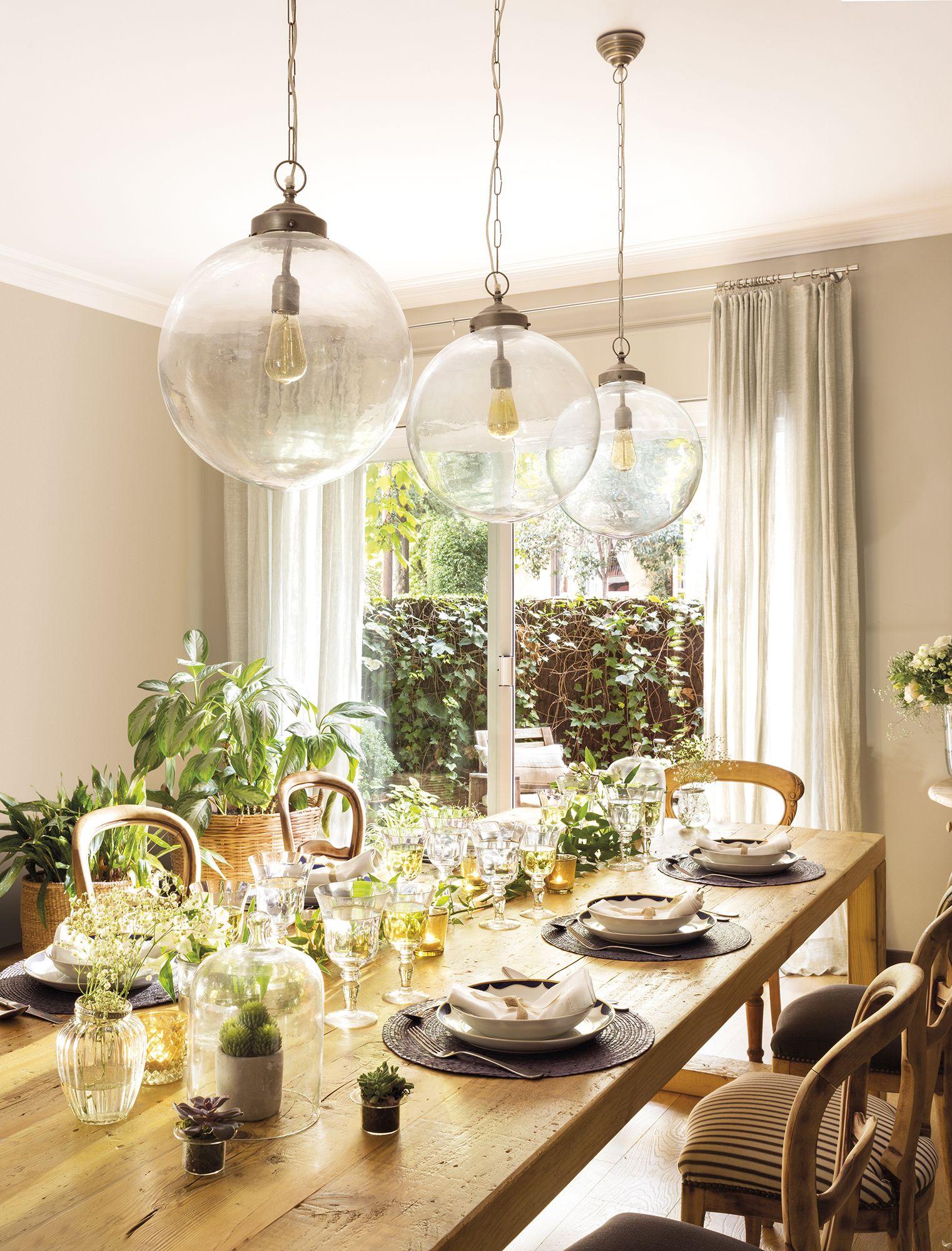 comedor con una gran mesa de madera en 2018 | Comedores | Comedores ...