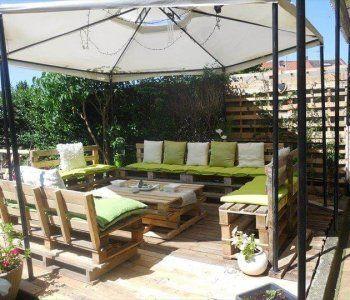DIY Pallet Patio Furniture - Pallet Deck! - Easy Pallet Ideas #palletheadboards