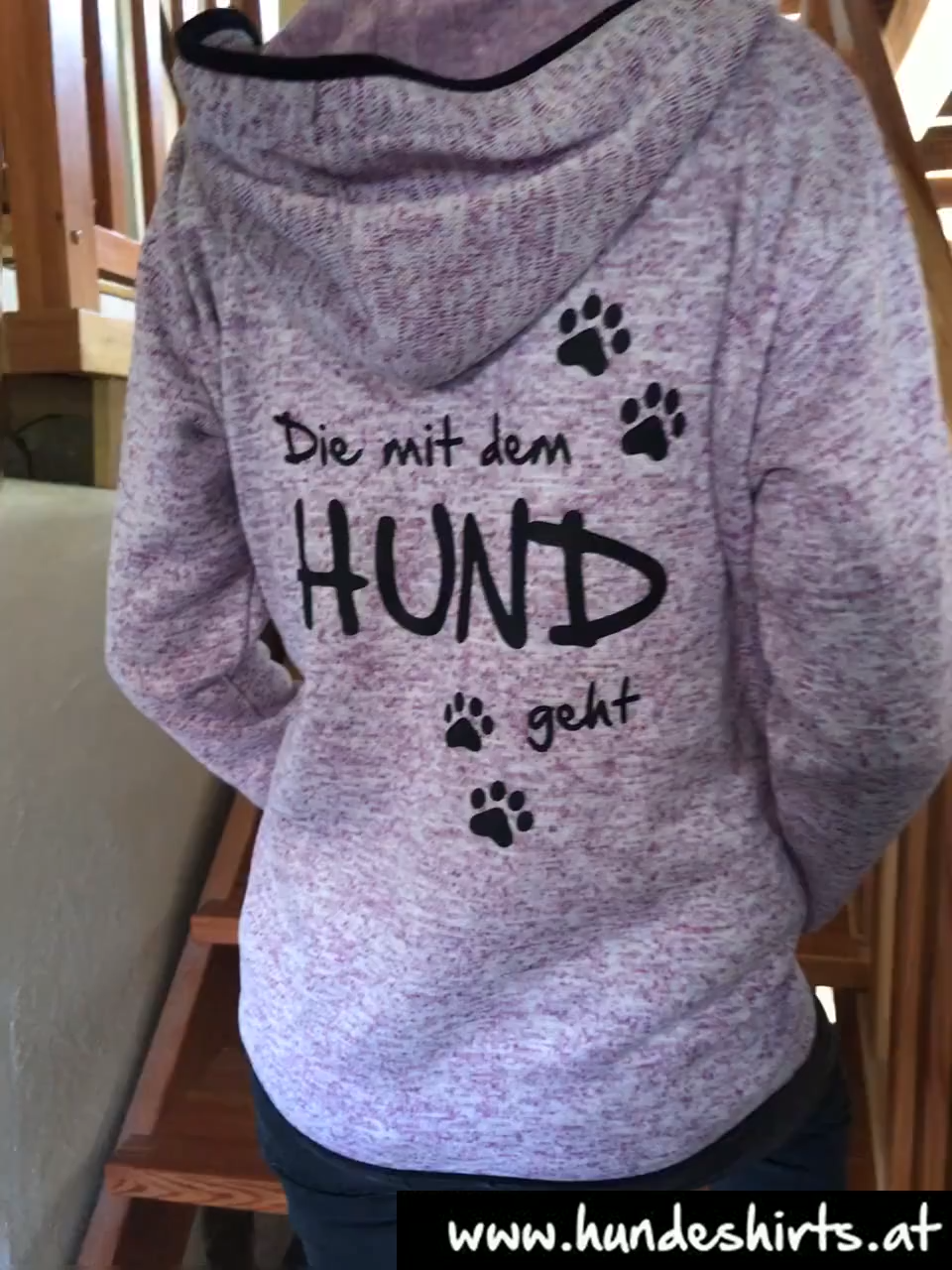 Photo of Die mit dem Hund geht – die beliebte Fleecejacke in Strickoptik