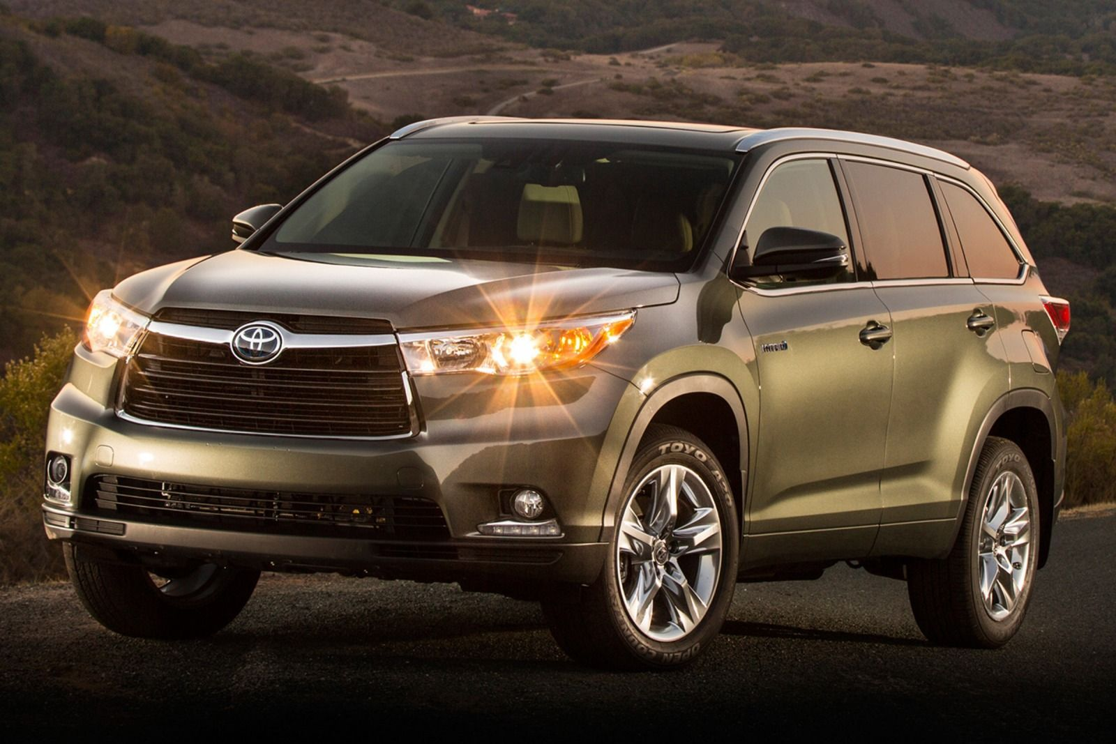 with specs guide carrevsdaily msrp to toyota highlander pricing buyers exterior the and photos