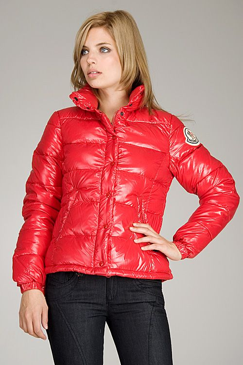 huge discount cc9fc 9c2a1 Model in an awsome red Moncler Clairy puffa | c l o t h e s ...
