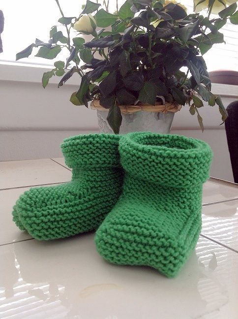 Knitted baby shoes -gift ideas