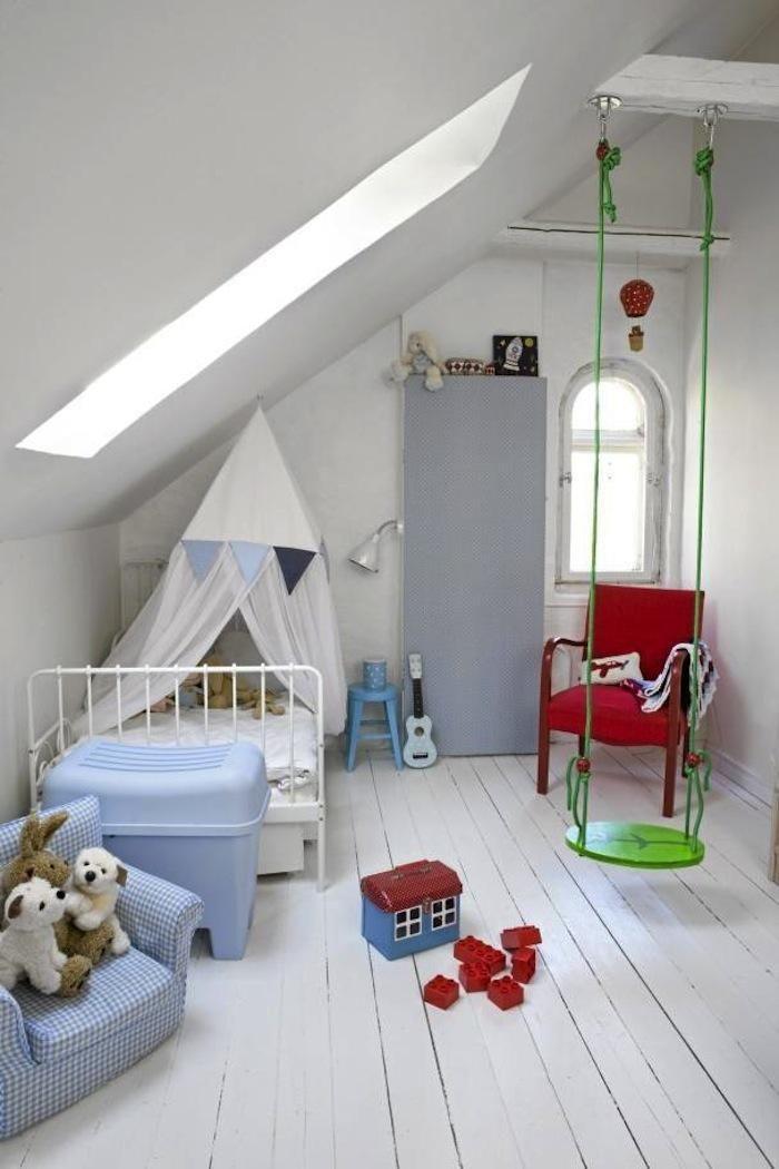 spielen im kinderzimmer la poutre ciel de lit et les combles. Black Bedroom Furniture Sets. Home Design Ideas